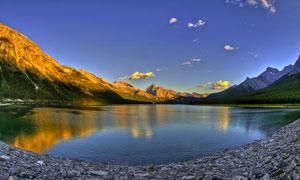 夕陽下的湖泊美景高清攝影圖片