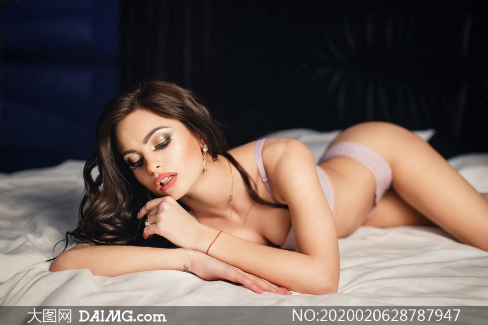 房间室内内衣美女人物摄影高清图片