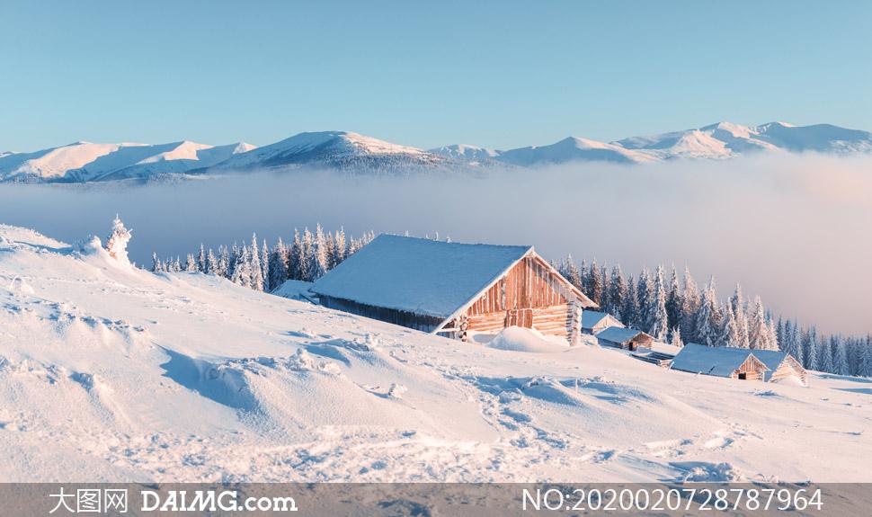 雪山山坡上的房子房屋摄影高清图片