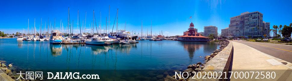 城市码头停泊的游艇全景摄影图片