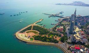 青島海邊城市俯視圖高清攝影圖片