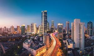 夜幕下的上海建筑群夜景摄影图片