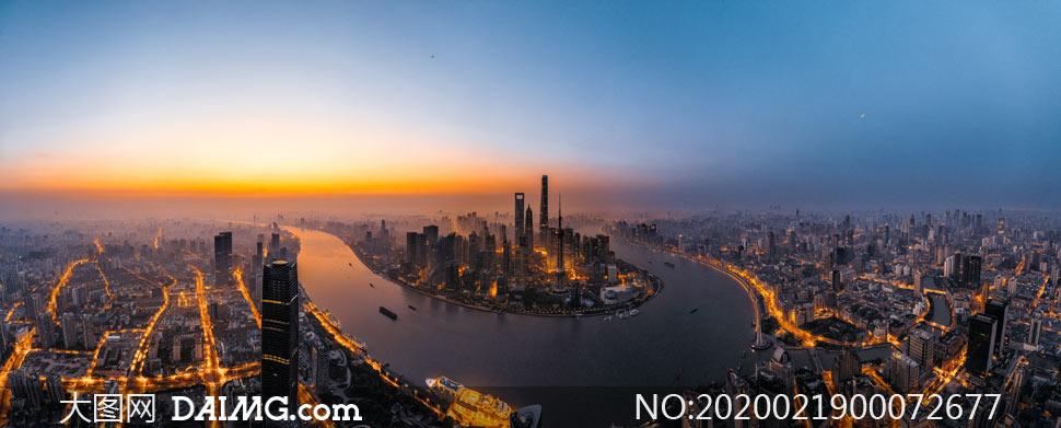 上海陸家嘴美麗日出全景攝影圖片