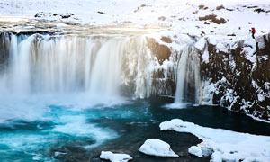 雪后瀑布美景高清摄影图片
