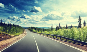 多云天空下的高速公路摄影高清图片