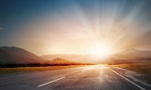 曠野群山公路自然風光攝影高清圖片