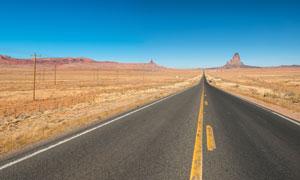 湛藍天空荒漠公路風光攝影高清圖片