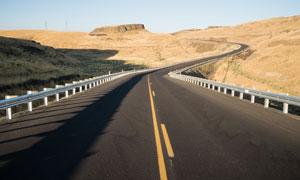 荒無人煙地區公路風光攝影高清圖片