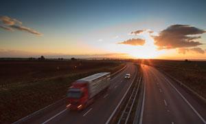 夕陽下的高速公路風光攝影高清圖片