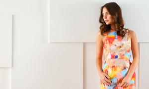卷發造型裙裝美女寫真攝影高清圖片