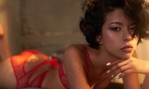 紅色內衣短發美女人物攝影高清圖片