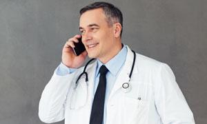 打電話的醫生人物寫真攝影高清圖片