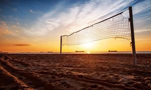 黃昏晚霞中的沙灘球網攝影高清圖片