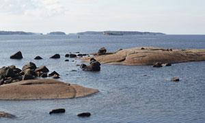 露出水面的石头与暗礁摄影高清图片