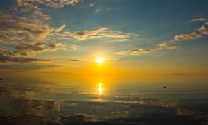 蓝天白云阳光大海风景摄影高清图片