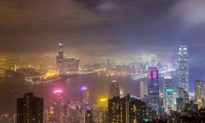 烏云霧氣中的香港夜景攝影高清圖片