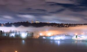 雾气升腾城市夜景风光摄影高清图片