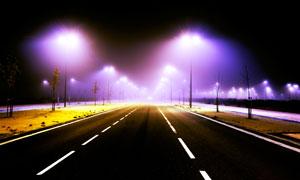 大雾天气夜晚道路风光摄影高清图片