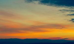 黄昏霞光与连绵的山峦摄影高清图片
