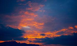 天空云彩山坡树木风景摄影高清图片