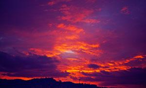 天空中如火烧般的云彩摄影高清图片