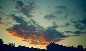 黄昏天空乌云房子风景摄影高清图片
