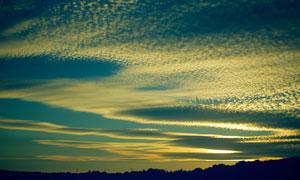 白云后的夕阳晚霞风光摄影高清图片