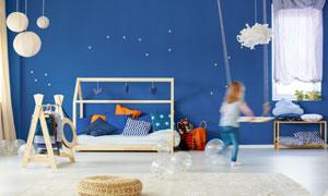 房間吊燈與衣架沙發等攝影高清圖片