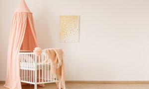 房間掛著幔帳的兒童床攝影高清圖片