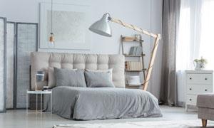 灰色調的臥室布置陳設攝影高清圖片