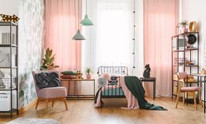 鐵藝床與沙發置物架等攝影高清圖片