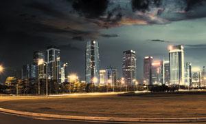 烏云下的城市夜晚風光攝影高清圖片