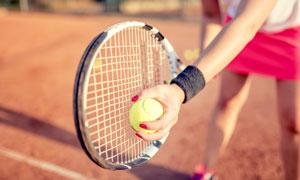 做發球準備的網球運動人物攝影圖片