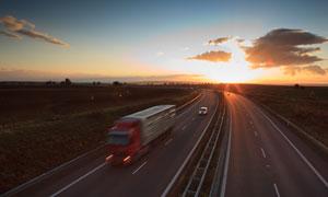 黄昏落日余晖高速公路风光高清图片