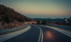 快天黑時公路自然風光攝影高清圖片