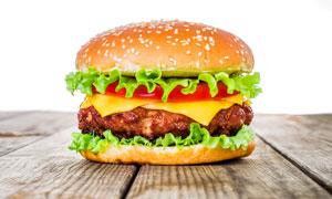 桌上的汉堡包快餐食品摄影高清图片
