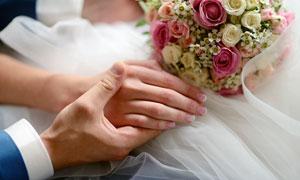 手握著新娘的玉手特寫攝影高清圖片