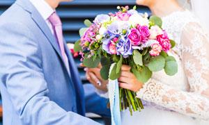 新娘手中鮮艷的一束花攝影高清圖片