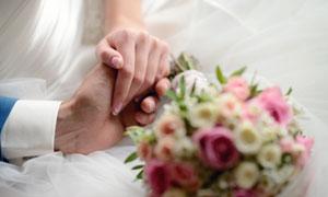 手握在一起的戀人特寫攝影高清圖片
