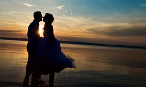 黄昏天空海景情侣人物摄影高清图片