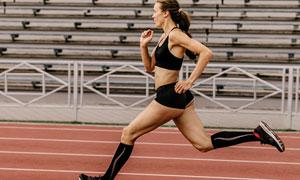 做跑步訓練的美女人物攝影高清圖片