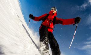 紅色服飾滑雪運動人物攝影高清圖片