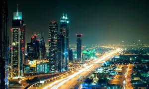 建筑物与灯火通明的道路等高清图片