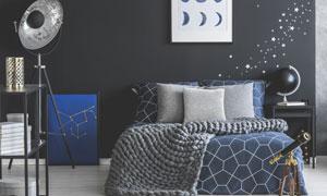 室內裝飾畫與雙人床等布置高清圖片