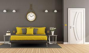 房間壁燈掛鐘與雙人床攝影高清圖片