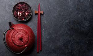 茶壺筷子與干花等特寫攝影高清圖片