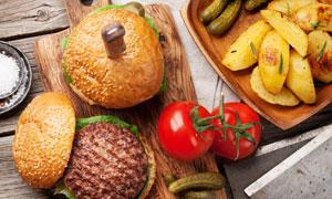 漢堡包與西紅柿土豆等攝影高清圖片