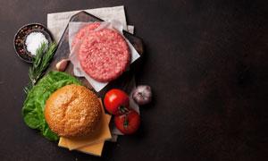 西紅柿大蒜與肉餡等漢堡包食材圖片