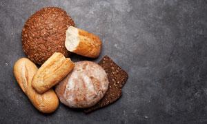 兩三種的烘焙面包特寫攝影高清圖片
