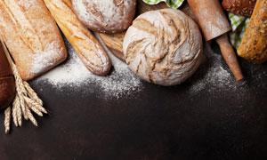 小麥穗與面包搟面杖等攝影高清圖片